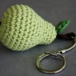 Gehaakte sleutelhanger in de vorm van een peer