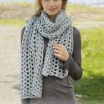 Gehaakte sjaal met kantpatroon
